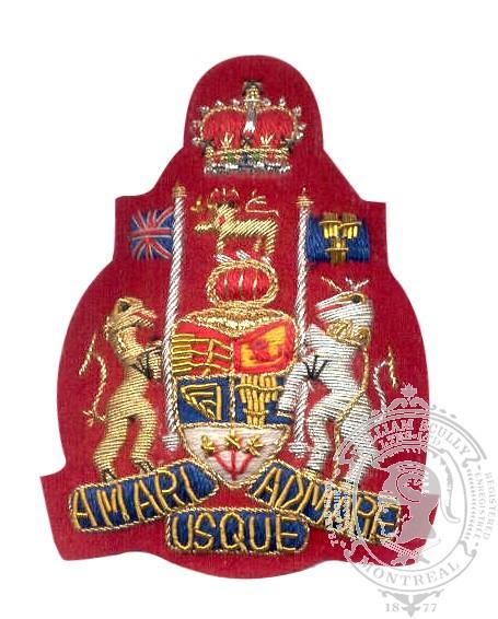 Insigne de rang adjudant chef brodé (fond rouge)